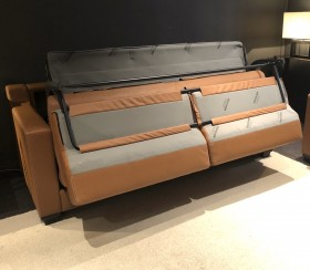 An opening without disorder, seat and back cushions fold away automatically